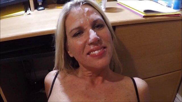 XXX առանց գրանցման  Նա գեղեցիկ աղջիկ է նկարում, որտեղ նեղ է ասիական կեղտոտ խոսակցություններ