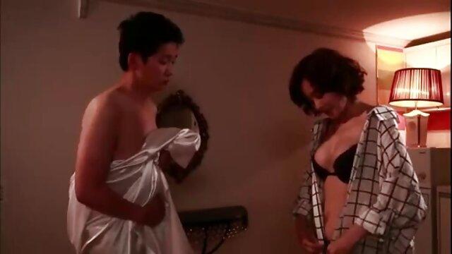Լավագույն պոռնո առանց գրանցման  Super մայրը մկանային ասիական սեքս ցույց է տալիս իր մարմինը.