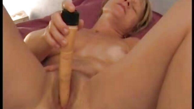 Լավագույն պոռնո առանց գրանցման  Busty ասիական իրական սեքս Sarah crap գալիս է իր boobs