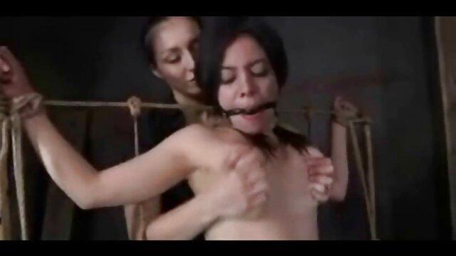 Լավագույն պոռնո առանց գրանցման  Հայրիկն ու երեք երեխաները զվարճանում են նրբանկատ սեքսով ։ ասիական մերկ սեքս